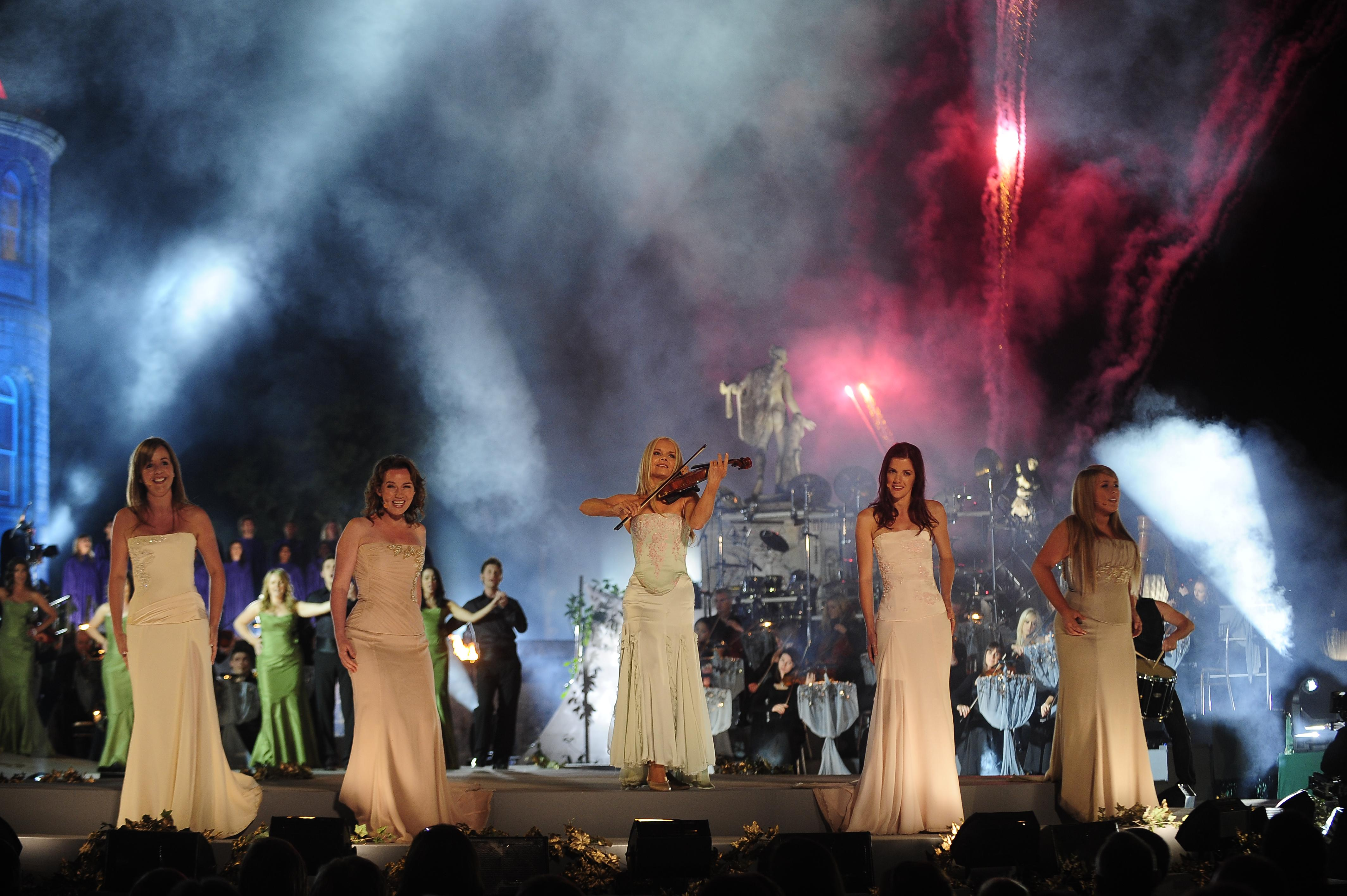 Celtic-women-in-concert