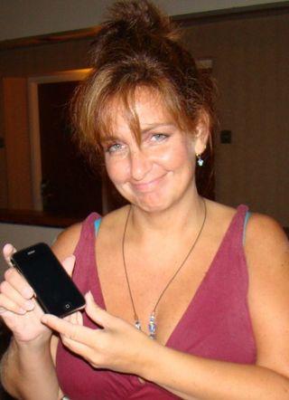 Dawn's poor iPhone is dead!