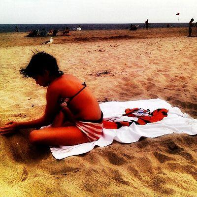 Hopey digs the beach
