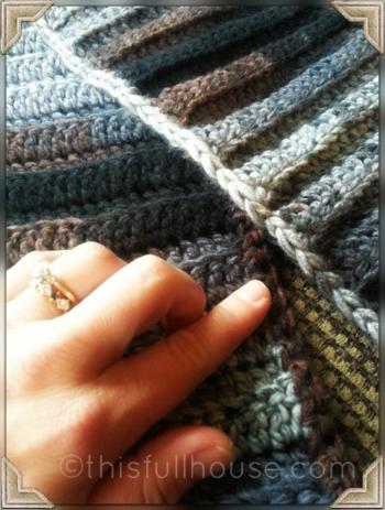 Crocheted infinity scarf finishing 2